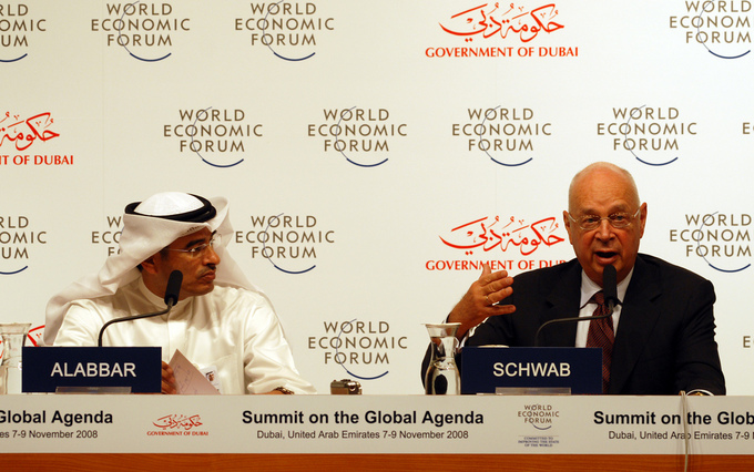 Photo of two opposing leaders at the World Economic Forum