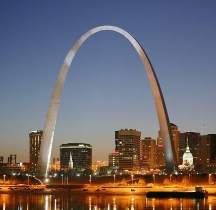 Eero Saarinen, Gateway Arch, 1963-65, stainless steel, 630' high. St. Louis, Missouri.