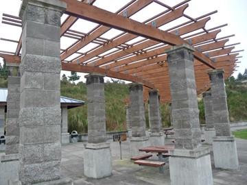 Contemporary colonnade